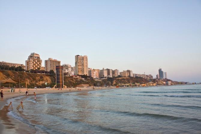 Фото: Отличный пляж Нетании на Средиземном море