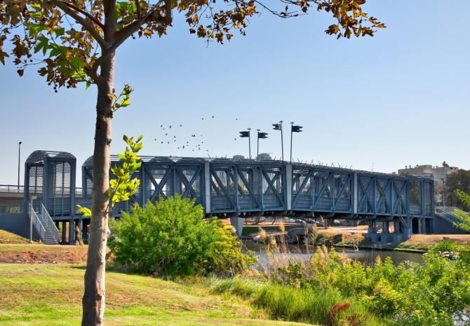 Фото: Большой парк Парк Ха Яркон - находится на территории нескольких городов