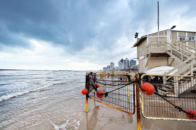 Фото: Тель Авивский пляж в январе