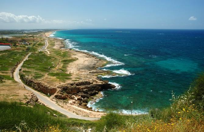 Фото: Вид с горы Рош Ха-Никра на береговую линию