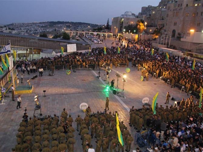Фото: Принятие воинской присяги на площади около Стены Плача в Иерусалиме